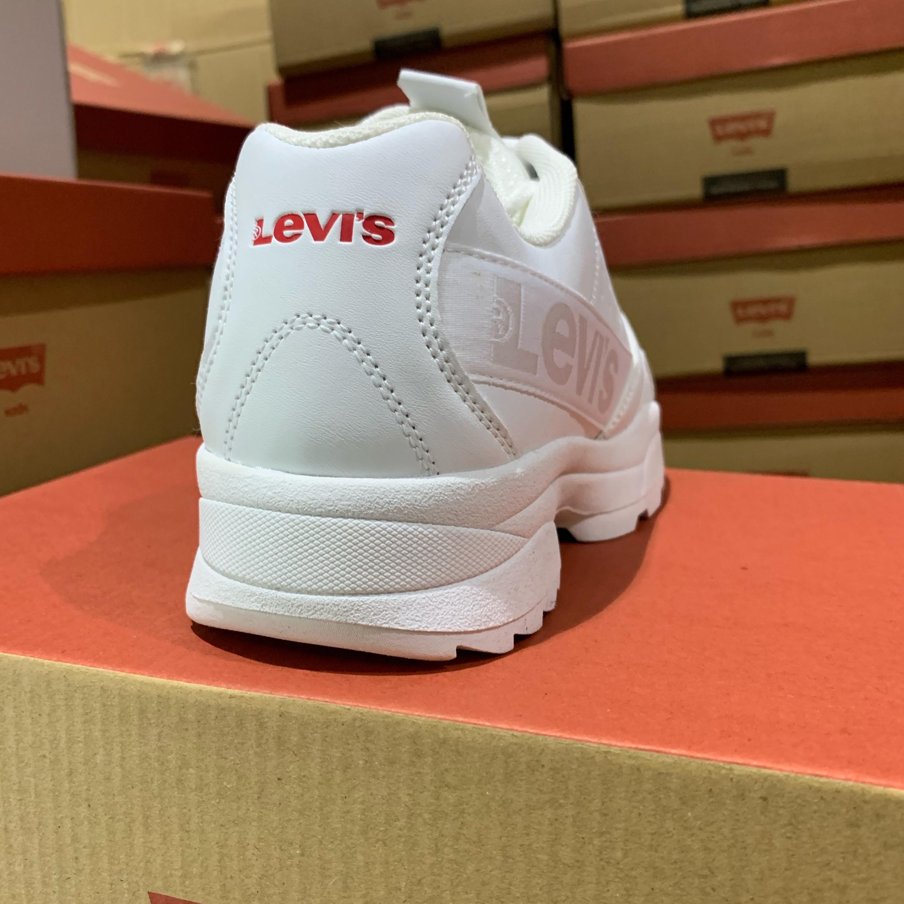 levis soho allwhite6
